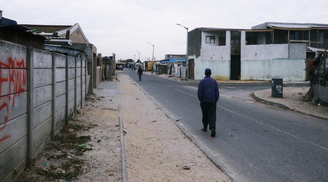 南アフリカ共和国のケープタウンで見たタウンシップの道端